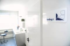 Behandlungsraum-4-in-Zahnarztpraxis-Frau-Dr.-und-Herr-Dr.-Vollmann